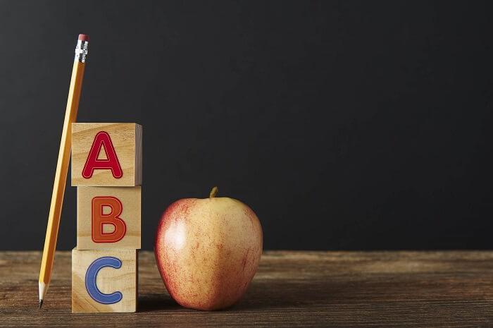 abcの積み木とりんご