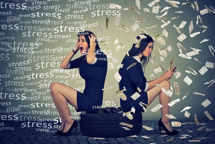ストレスで買い物をする女性