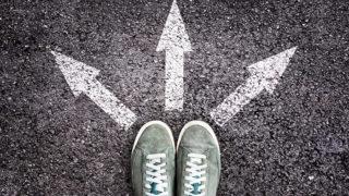 三方向のどれかに進む前の足