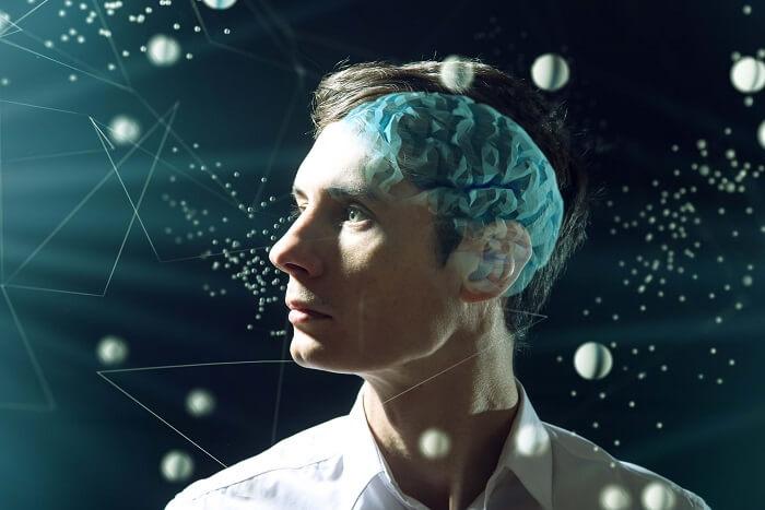 脳が透けてる男性