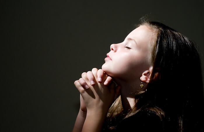 祈る子ども