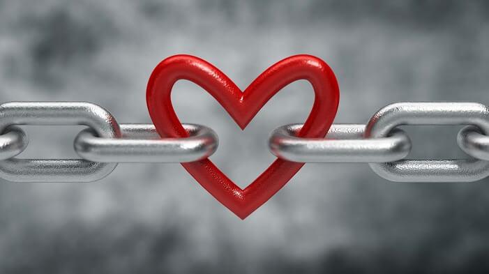 鎖で繋がれるハート