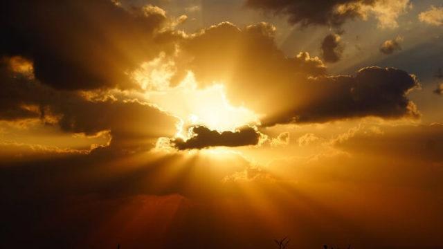 日がさす空